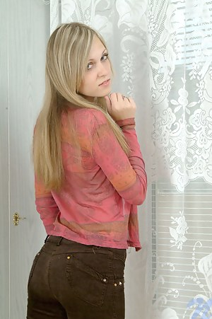 Hot Blonde Teen Porn Pictures
