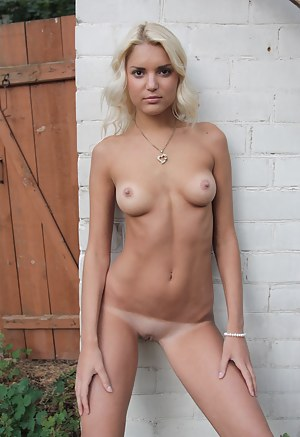 Hot Tanned Teen Porn Pictures